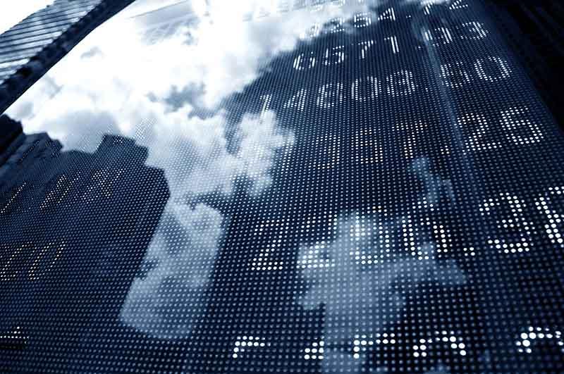 IPO (Initial Public Offering) : evita valores que empiezan a cotizar.